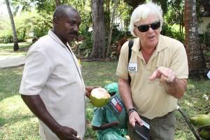 Addy in Kenia kokosnoot